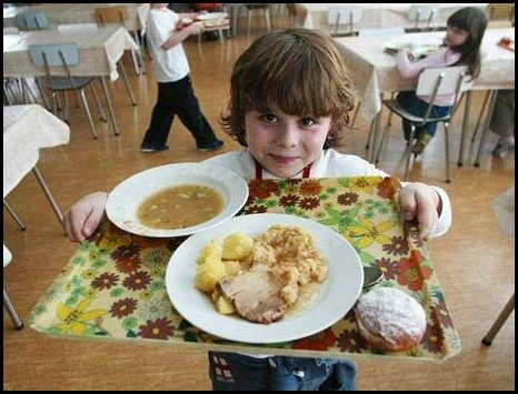 school lunces around the world/Czech: childrens school lunch