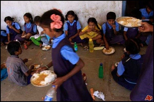 school lunces around the world/India, childrens school lunch