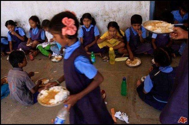 school lunces around the world/India, childrens school lunch