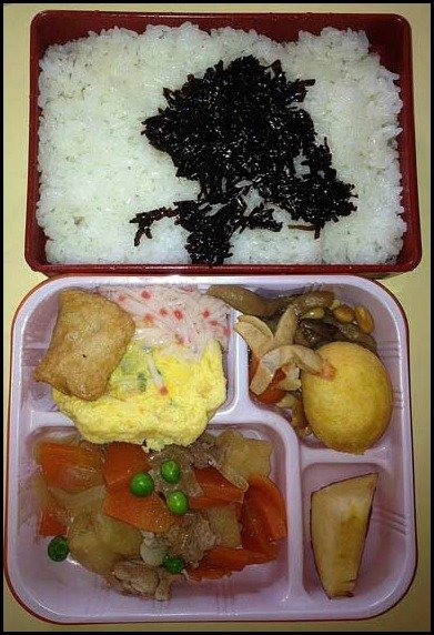 school lunces around the world/ Japan: childrens school lunch