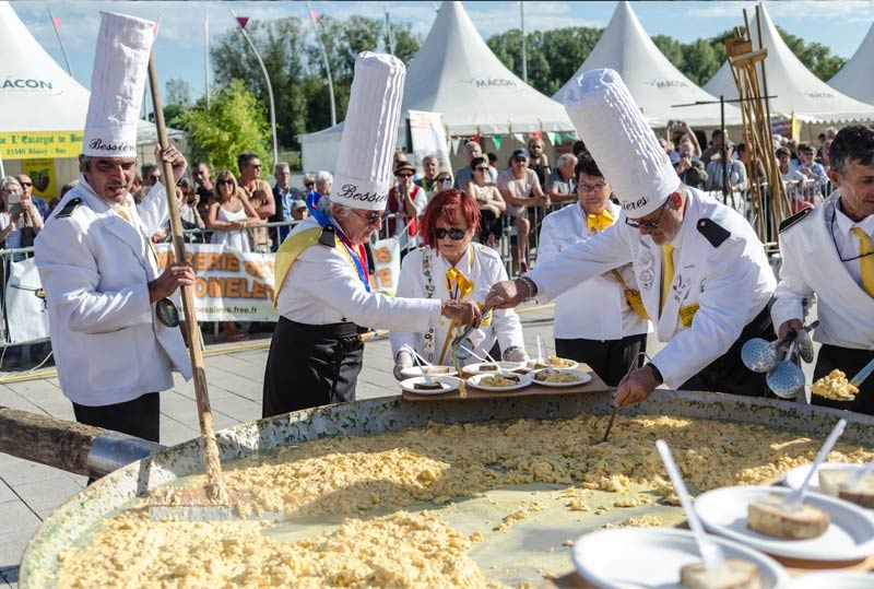 Giant omelette brotherhood Easter tradition in Bressiere