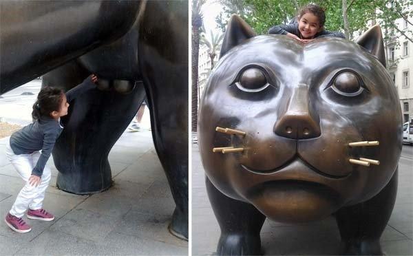 huge cat sculpture in Barcelona