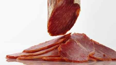 Lomo-saucisson: A popular type of cured meat eaten in France