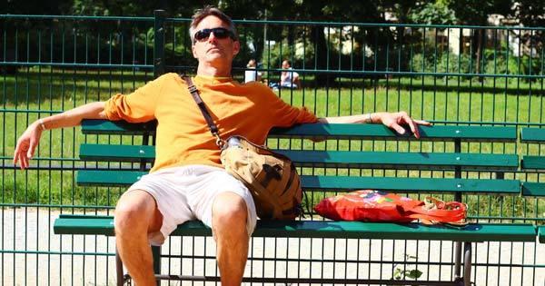 kickback-on-bench