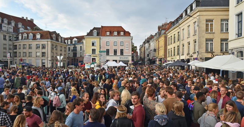 braderie-biggest-flea-market in France is located in Lille France partially on this popular shopping street