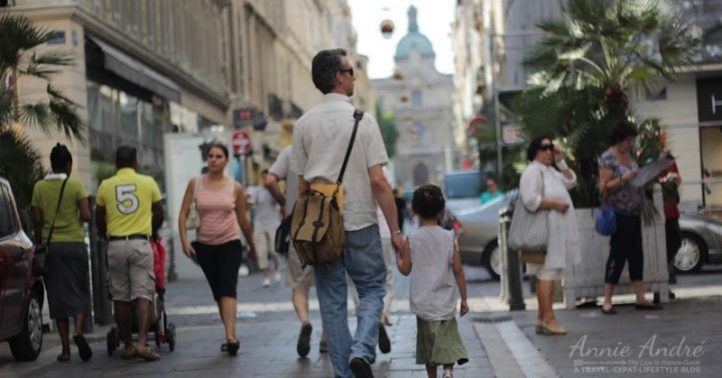 rue-st-Ferreol-is a popular shopping street in Marseille France