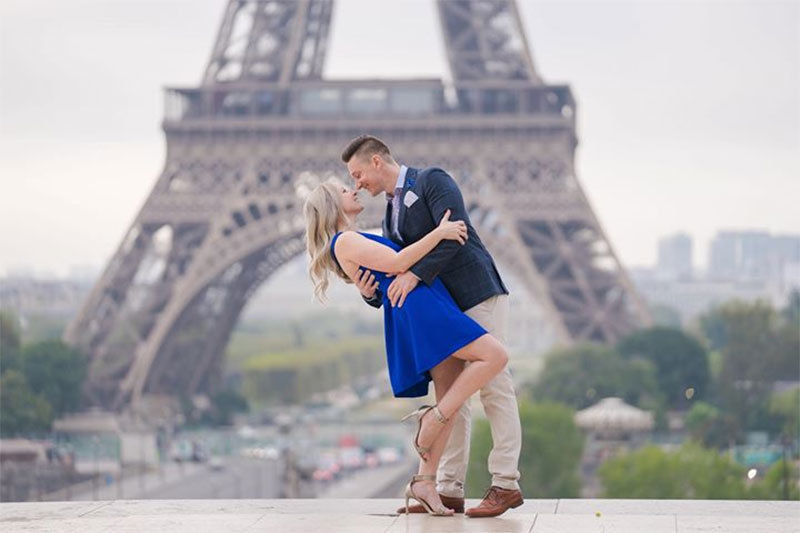 PictoursParis.com: Hire a paris photographer to take romantic couples photos