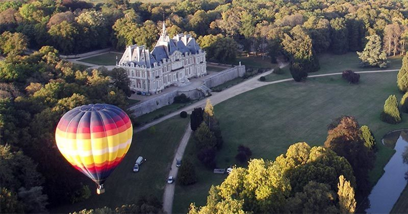 Hot-air Balloon: Romantic activities for couples to do around Paris