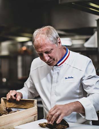 Chef Éric Fréchon Epicure restaurant Michelin 3 star Paris