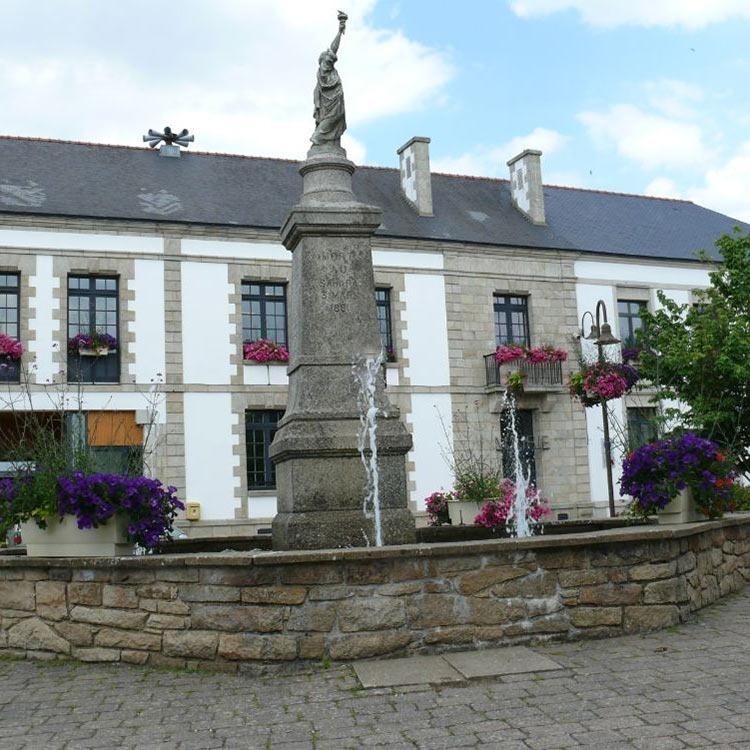Cléguérec statue of liberty