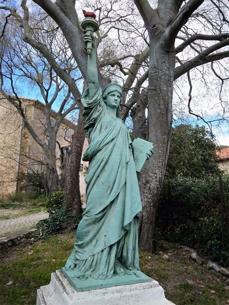 Lugne-Cessenon-sur-Orb-statue-of-liberty
