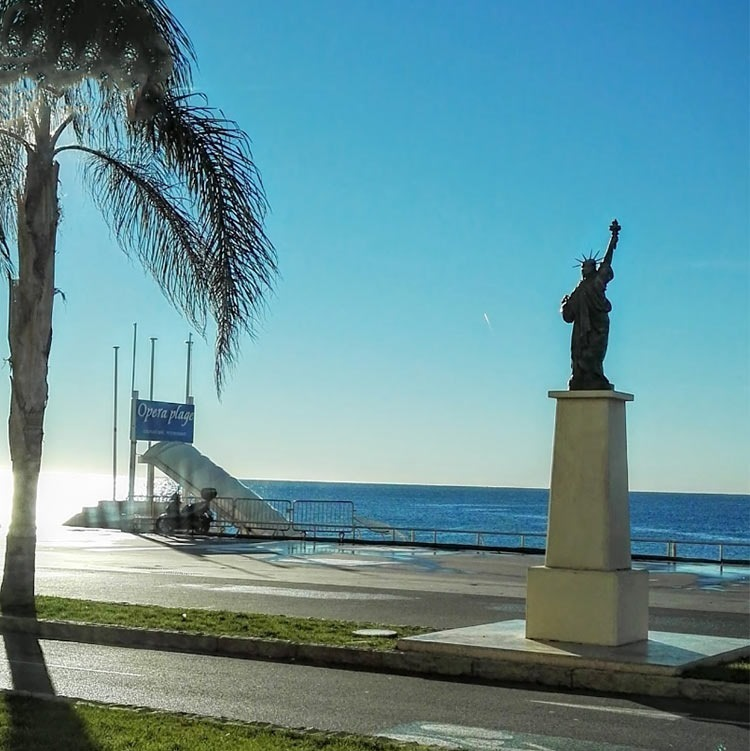 Nice-statue-of-liberty-replica