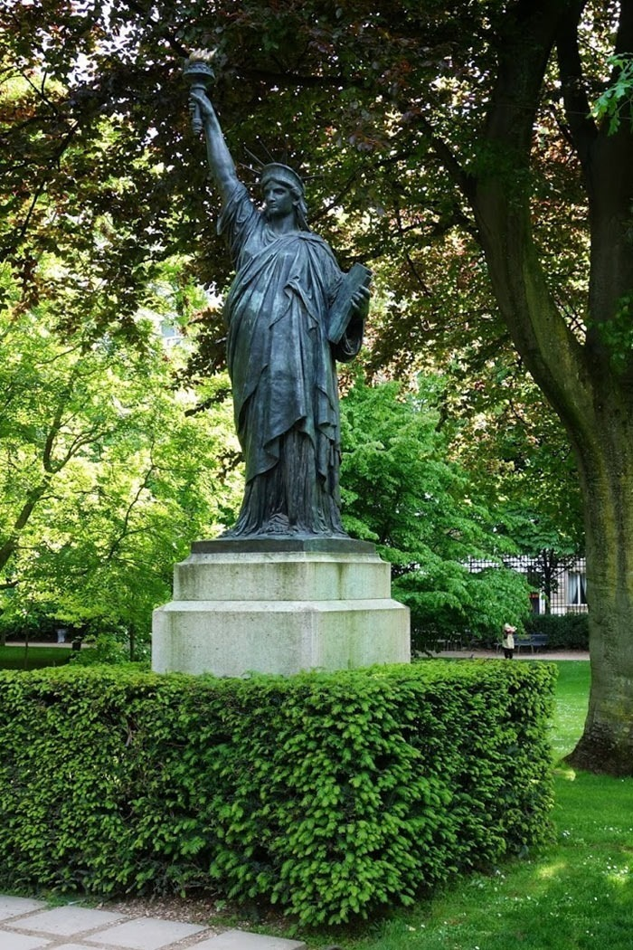 Paris-statue-of-liberty-Jardin-du-Luxembourg
