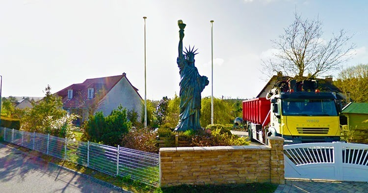 Saint-Martin-de-Nigelles-STATUE-OF-LIBERTY-FRANCE