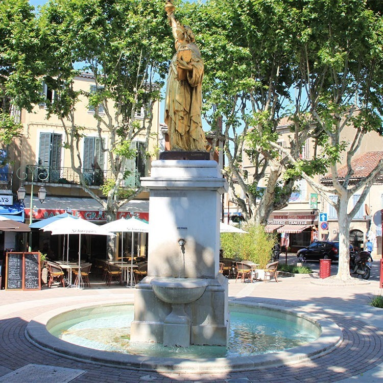 St-Cyr-sur-Mer-statue-of-liberty-replica-france