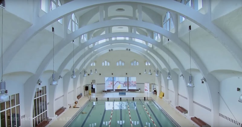 Paris public pool Butte aux Cailles interior