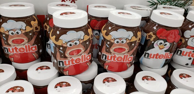 Photo pots of Nutella decorated like reindeer
