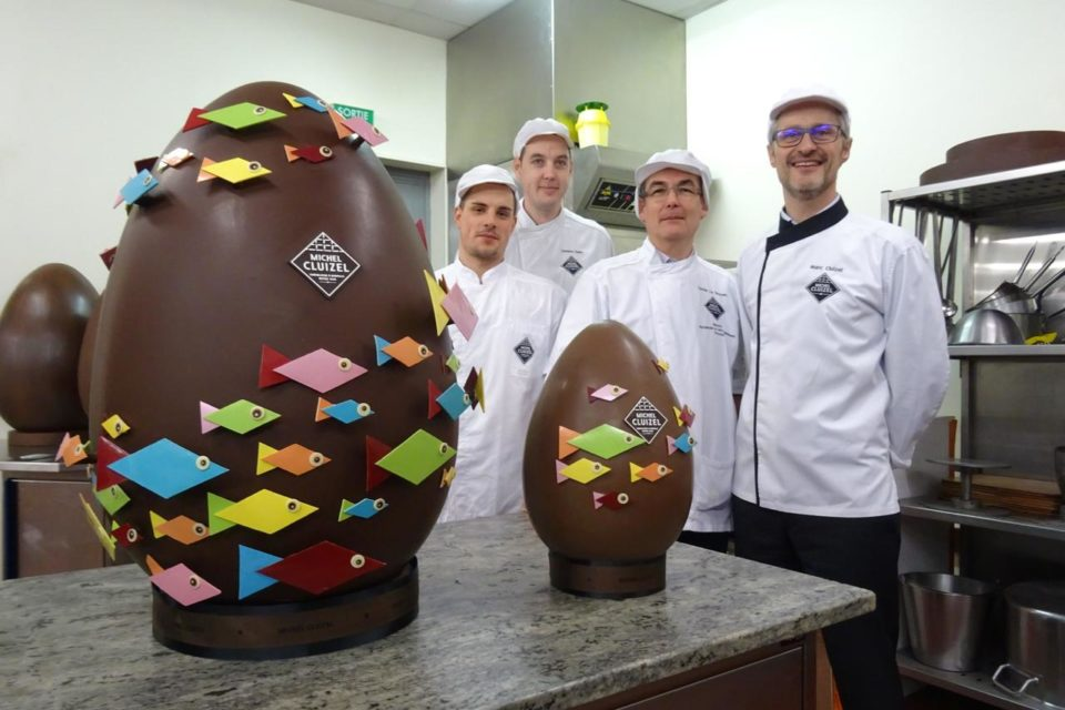 la chocolaterie Cluizel: giant chocolate eggs covered with fish