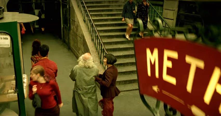 Amélie guiding the blind man toLamarck-Caulaincourt Metro