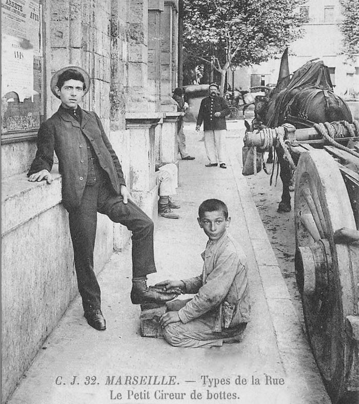 Tipping in France: Shoe shiners in France: Cirreur de bottes marseille