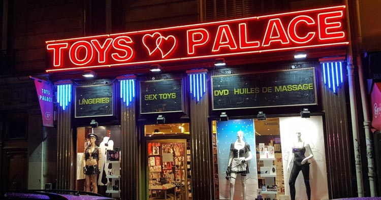 """Toys palace"""", the sex shop where Nino sometimes worked"""