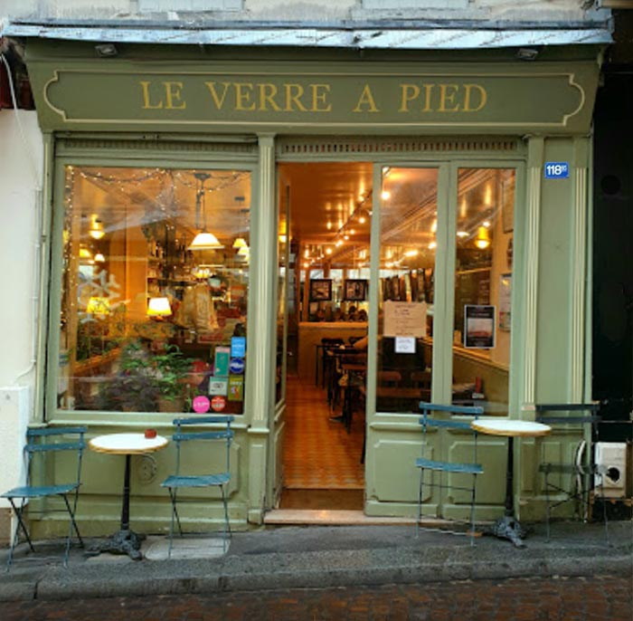 Verre a pied bar where Amelie eavesdrops on the man talking about the good deed she just accomplished by returning his boyhood box of trinkets