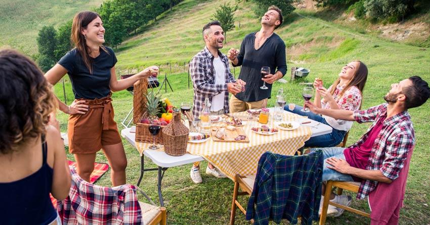 Friends enjoying a picnic apéro
