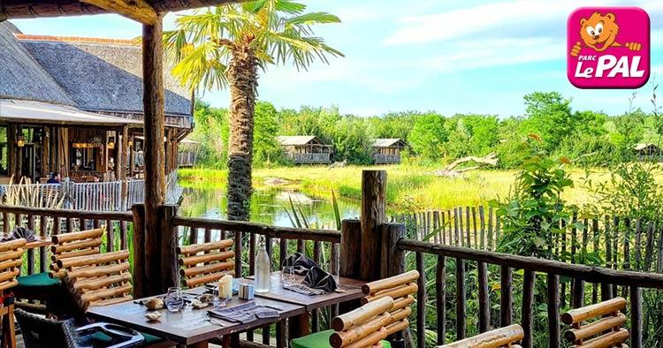 Le pal zoo / Amusement park immersive lodge hotel set in the African Savannah