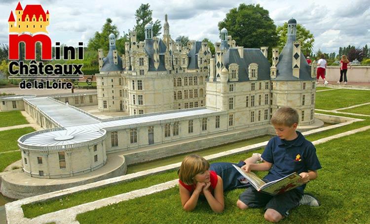 Park mini château de la Loire valley