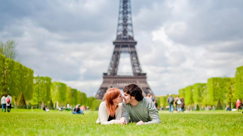 Meaning of Bisous: French kiss and other words that mean kiss in French